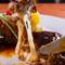 ハンバーグに使用しているお肉は 真狩のハーブポークと道産和牛の粗挽き肉です