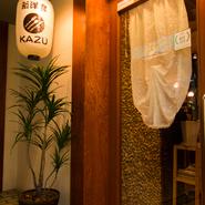 誕生日や、二人の大切な記念日に、【新洋食KAZU】。店主の料理人としての集大成とも言えるデミグラスソースを使った一皿。心遣い溢れるスタッフの対応。落ち着いて、くつろいで、「新洋食」をお楽しみ下さい。