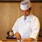熟練した調理人が、一品一品丹精込めて調理