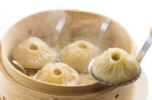 極上スープと具材の食感を楽しめる『上海小籠包(2個)』