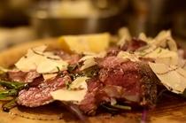 北海道、十勝ハーブ牛 イチボ肉のタリアータ
