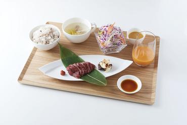 会津馬刺しの旨味を存分に味わえる『サクラサク丼』(馬刺し丼) さくら汁付き
