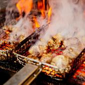 備長炭を使ってじっくりと焼き上げる美味しい焼鳥