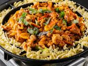 鶏肉も野菜もたっぷりと食べられます!辛いけど病みつきになる美味しさです!トッピングが出来るので好きなものを入れて楽しむ事が出来ます!最後にチャーハンにしてチーズをトッピングすると最高に美味しいです!