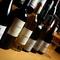 ワインは常時100種類ご用意。ソムリエが厳選した銘柄を満喫