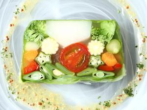 鳥へのこだわりを凝縮した逸品『10種類の野菜のテリーヌ』