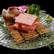 1頭から僅か500~800g程しか取れない牛肉の女王! このクラスのシャトーブリアンならホテルや鉄板焼のお店でステーキを食べれば最低でも8000円ぐらいはすると思います。