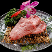 口の中でトロける、肉の甘みと風味を堪能できる部位。1頭から2kg程しかとれない希少部位。
