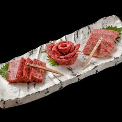 京丹波のブランド牛「平井牛」と赤身肉の最高峰熊本の「あか牛」を味わう、日・祝日限定の特別コースです。