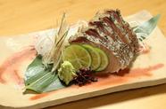 岡山の名物料理。さっぱり、そして炙った香ばしさが味のアクセントになった『鰆の塩タタキ』