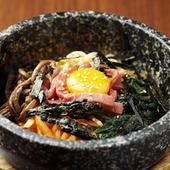 本場韓国に引けを取らない『石焼ビビンバ』はシメの定番です