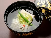 懐石料理をしっかり味わえる『花懐石』コースは6500円