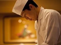 伝統を守ることが一番の務め。お客様第一に考えて料理を提供する