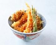 かにの炊込み御飯と海老や野菜の天ぷらをご堪能頂けるお弁当です。店頭に並んでもすぐ完売してしまうほど人気のお弁当です。