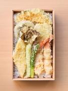 当店では天ぷらに次に人気のある黒毛和牛すき焼きをランチ用にほど良いボリュームで作りました。秘伝の割り下は黒毛和牛の旨味を最高に引き出します。是非一度ご賞味下さい。*要前日予約