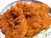 チルドのヒレ肉を丁寧に下処理を施した逸品。衣のサクサク食感と柔らかくジューシーな味わいです。