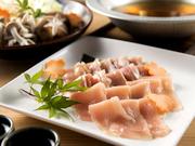 軍鶏のもも肉・むね肉を使用。軍鶏ガラで取った出汁がより一層おいしさをUPする逸品。