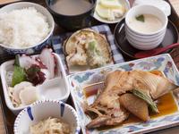 焼き魚か煮魚いずれかの魚料理がつく『大陸弁当(日替り)』