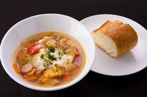 週替わり 野菜たっぷりスープ(パンまたはライス付き)