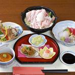 日本酒は地元・秋田県産のものがそろっています。「ひやおろし」など季節に合わせたお酒も随時登場。焼酎も人気で、鹿児島の焼酎で「幻」と言われる『佐藤』は黒・白ともにあります。しかも、かなりのお手頃価格。