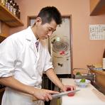 自分がお客様の立場だとすると、店員の接客も店選びの大きなポイント。接客には注意を払っています。何よりお客様との会話が好きなので、できるだけ料理を出すときに説明やお話をするようにしています。