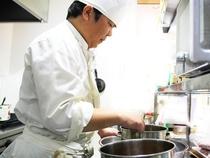 一品ずつ丁寧に心を込めた調理で、本格的な洋食を多くの方に