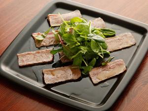 上質素材を、シンプルに味わう『鹿児島黒牛のカルパッチョ』