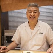 自分自身がおいしいと思うものしかお出ししない、それが私の一番のモットーです。日本酒やワインも料理に合うもの、そしてお好みに応じて選んでいただけるよう味のバリエーションに考慮して選んでいます。