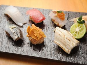 【神戸 北野 双】の看板。心づくしの『お寿司』を