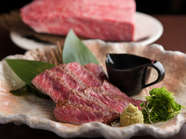 炭で焼いたもも肉を特製のたれで『奥丹波鶏もも肉炙り焼き』