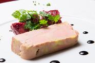 なめらかな舌触りの『フランス産鴨のフォアグラの冷製テリーヌ』