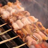 ジューシーな食感の『焼き鳥』は備長炭で焼いています
