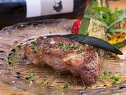シェリービネガーとバルサミコ酢を煮詰めたソースで。ミネラル豊富で甘みのあるマジョルカの塩を使用。