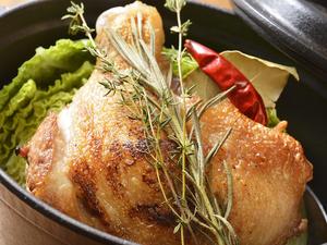 伊達鶏もも肉と季節キャベツのSTAUB煮