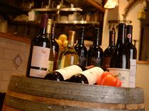 ワインは赤・白ともに珠玉のラインナップ。お気に入りの一杯を