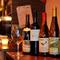ワインは豊富な品揃えで、お料理と合わせて楽しめます。