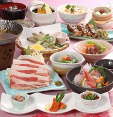 旬の食材をふんだんに使った会席仕立ての「旬の極みコース」 全11品