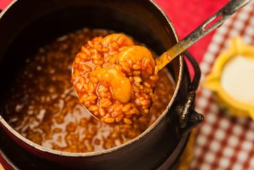 お米ひと粒ひと粒に旨みが染み渡った『アロス・カルデロ』
