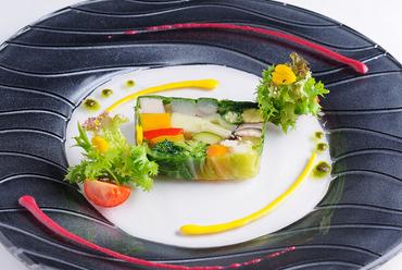 野菜の風味が活きる、やさしい味わいの『農園野菜のテリーヌ』