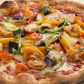 シェフの思いが込められたピッツァ生地や野菜は、幸せの味です