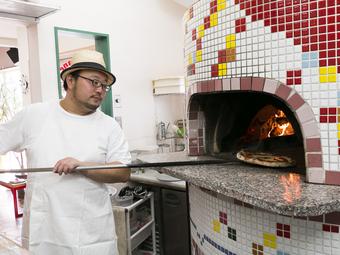 「薪釜で焼いたピッツァ」の美味しさを、ぜひ堪能してください