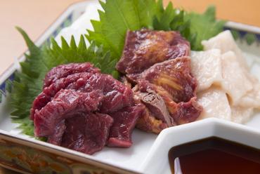 食べ比べが楽しめる『馬刺し三種盛り』