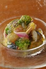鮮度良い魚と野菜の『佐島産魚介と鎌倉野菜のジュレ仕立て』