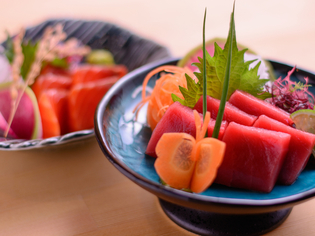 食材は自分の目で厳選。野菜やお米は生産者から直接仕入れます