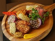 3種のお肉と旬の野菜をたっぷり堪能『ミックスグリルプレート』