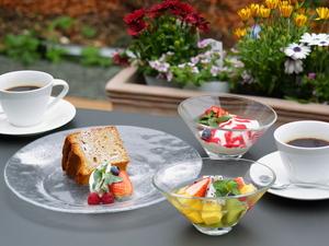天気のよい日は、カフェタイムにテラスで楽しむ『デザート各種』