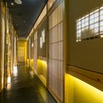 お店のあるビルは、地下鉄三宮駅8番出口のエレベーターに直結。異人館街へ向かう北野坂の入口なので、観光やお買い物にも便利な場所です。ご家族やお友達、大切な人と「神戸牛」を味わう、思い出に残るお食事を。
