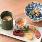 四季折々の食材を取り入れた先付や前菜は、食の巨匠たちが考案したレシピを元に独自にアレンジ。旬の素材を使った料理が、しゃぶしゃぶやすき焼きに加わることで、より一層テーブルを華やかに彩ります。