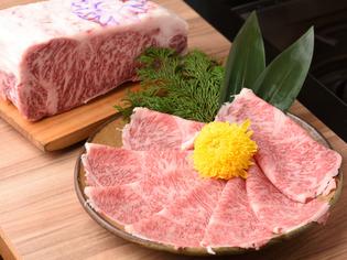 厳格な検査を通過した神戸牛にのみ与えられる「のじぎく」の紋章