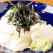もっちりとしていて濃厚な味わい時間をかけて練り上げた自家製の豆乳豆腐。男性にも女性にも人気です♪